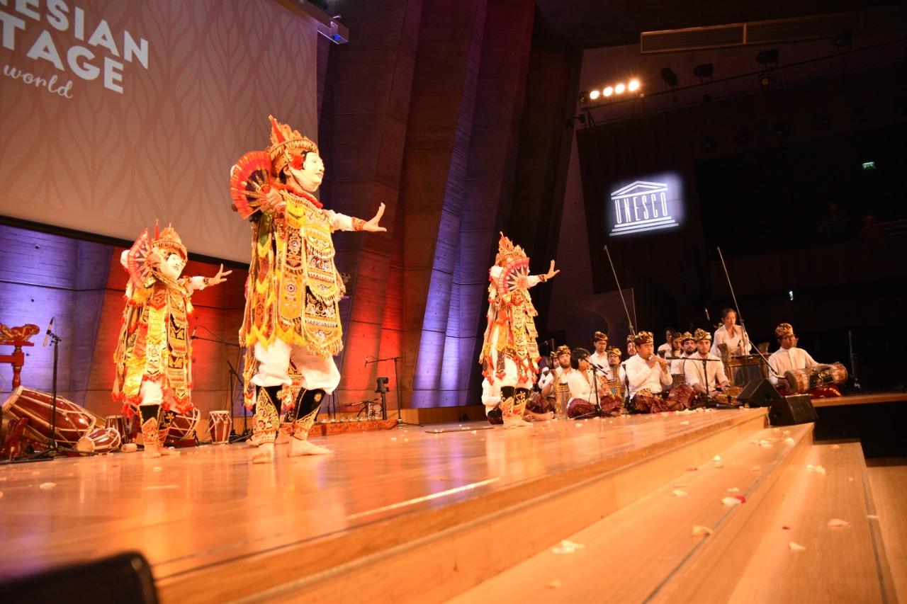 Mempersembahkan Warisan Budaya Indonesia Ke Dunia