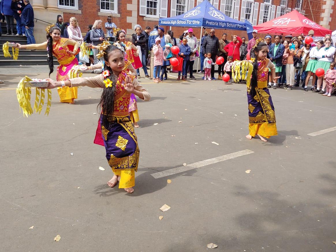 Balinese Pendet Dance Amazed 100 Years Spring Fair Celebration